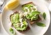 Сандвичи с авокадо и билки